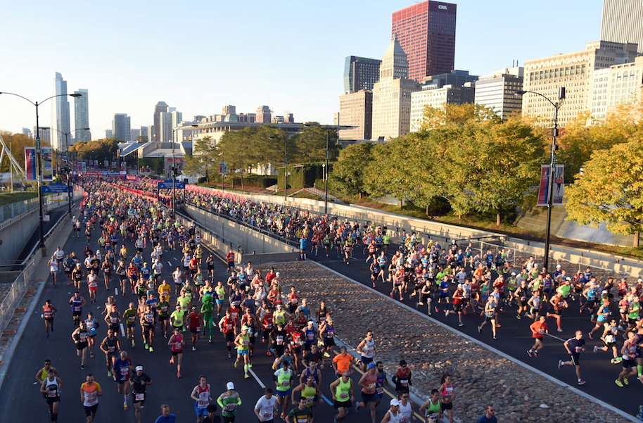 Thousands of runners crossing the starting line of the 2015 Bank of America Chicago Marathon on Columbus Drive. Photo: Getty