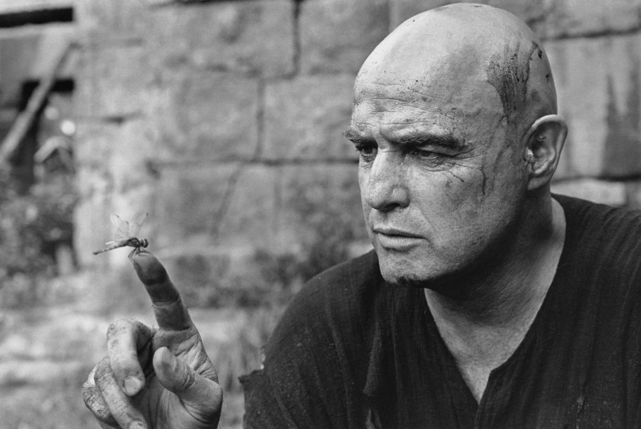 Marlon Brando fascinated by a dragonfly, Apocalypse Now, Pagsanjan, Philippines, 1976
