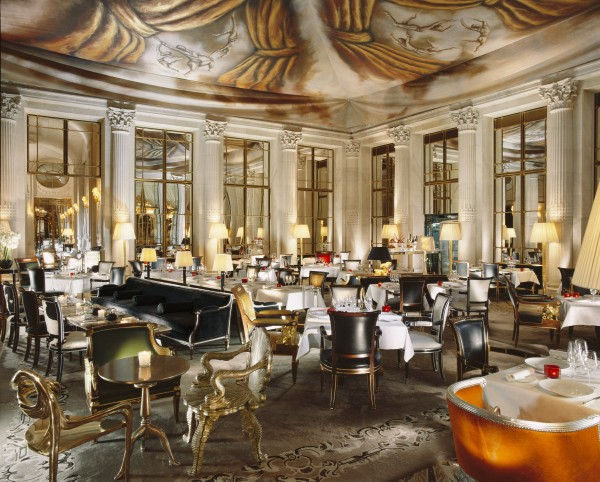 Le Meurice boasts a bar and lounge area that uses a classic motif.