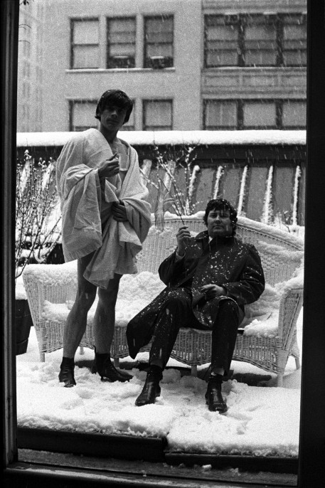 David Bailey and Terence Donovan on the roof of Jerry Schatzberg's New York studio, 1964 © Jerry Schatzberg