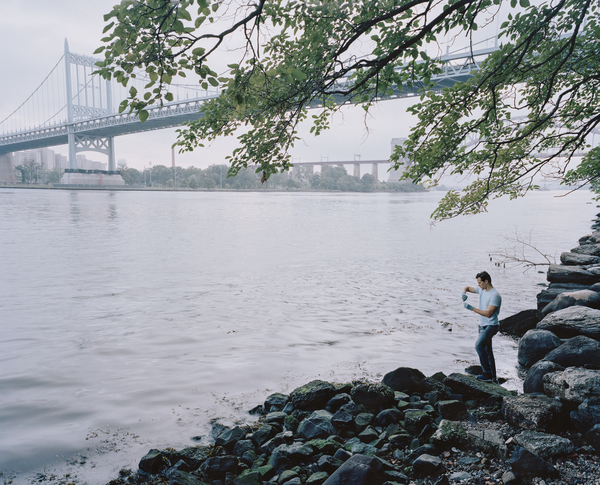 A Citizen Science Leader tests the East River at Astoria Park, New York, USA, 2016 © Earthwatch: Mustafah Abdulaziz
