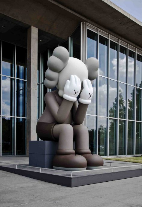 KAWS. COMPANION (PASSING THROUGH), 2010. Fiberglass, metal structure and paint 208 1/2 x 169 1/4 x 185 inches. Installation view at the Modern Art Museum of Fort Worth Photo: Heath Braun
