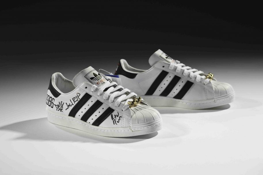 adidas x Run–DMC 25th Anniversary Superstar, 2011 Courtesy of Run–DMC, collection of Erik Blam Photo: Ron Wood Courtesy American Federation of Arts/Bata Shoe Museum