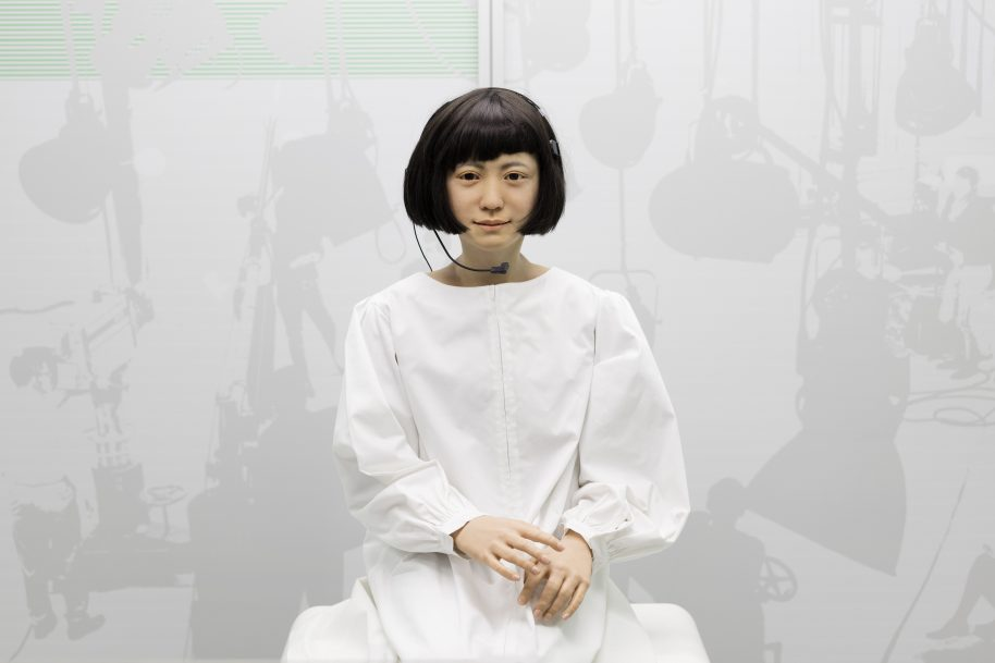 Kodomoroid, a Japanese android who reads the news 2 ∏ Plastiques Photography, courtesy of the Science Museum
