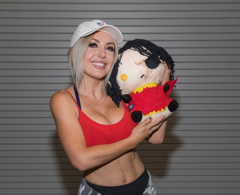 Jessica Nigri Cosplay Bowser