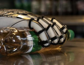 Future Tech: New Virtual Reality Gloves Will Simulate The Joy Of Touching And Grabbing Things