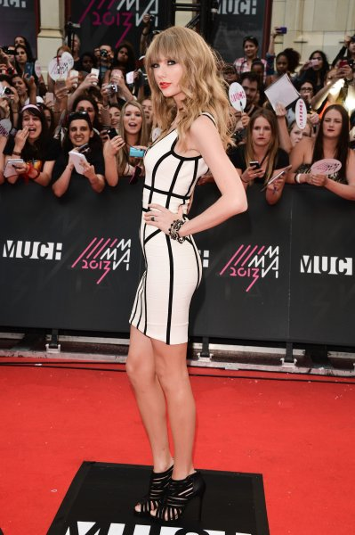 Taylor Swift arrives at the 2013 MuchMusic Video Awards