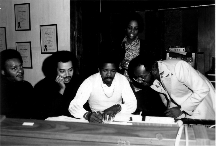Curtis Mayfied and Gladys Knight and the Pips in studio, Courtesy GladysKnight.com