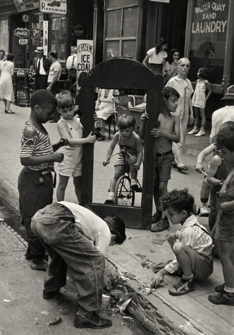 Helen Levitt, New York, c.1940