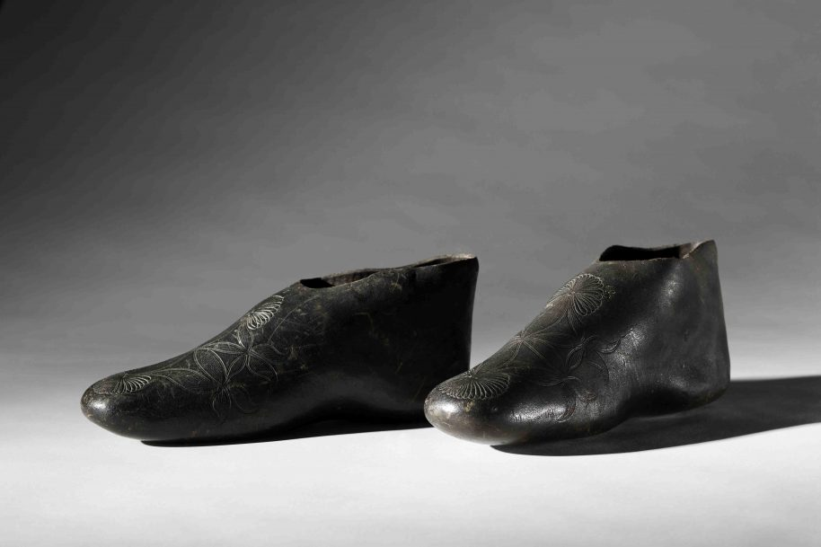 Manufacturer Unknown Pre-vulcanized Rubber Overshoes, ca. 1830s Collection of the Bata Shoe Museum Photo: Ron Wood Courtesy American Federation of Arts/Bata Shoe Museum