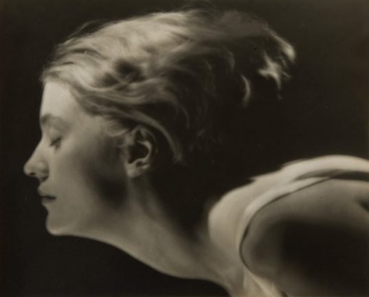 Portrait of Lee Miller b y Man Ray. Paris, France, 1929 © MAN RAY TRUST / ADAGP, Paris / Bildrecht Wien 2015. Courtesy Lee Miller Archives, England 2015.