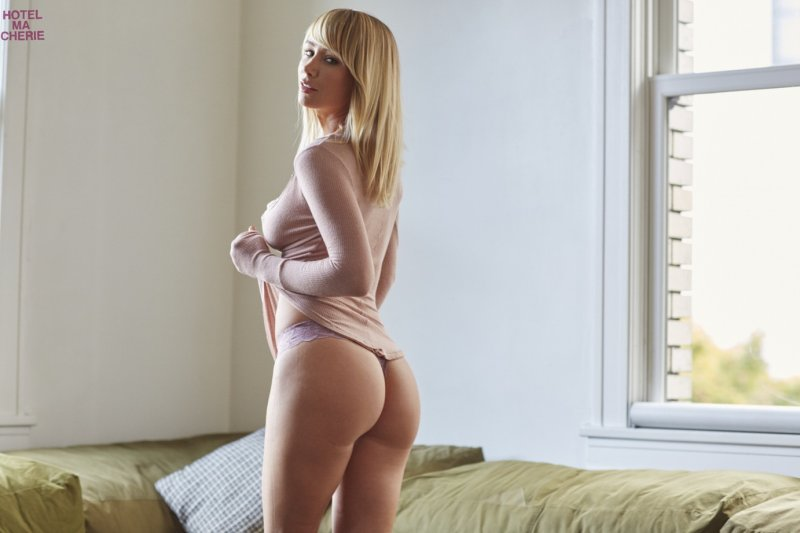 Sara Underwood Me In My Place